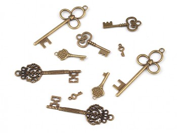 Charm Pendants KEYS / 10pcs / vintage brass